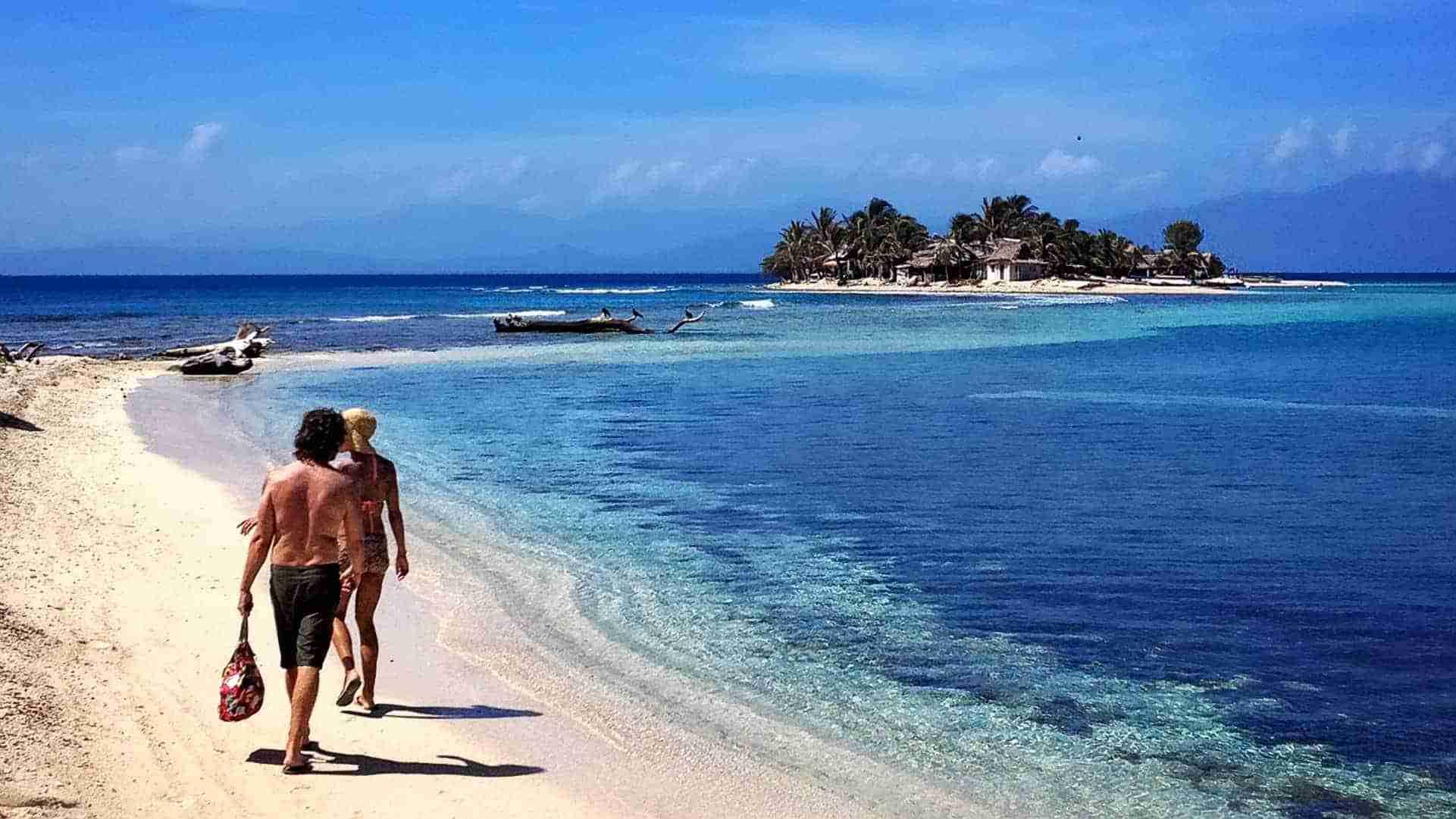 Playa-en-Cayos-Cochinos